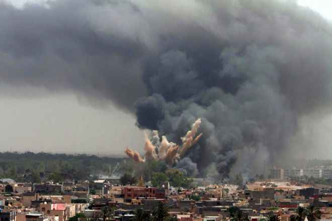 WCENTER 0XLHDAQDOP epa02770261 Smoke rises in the sky after a NATO air strike in Tripoli, Libya, 07 June 2011. According to media sources, NATO planes bombed the Tripoli compound of Libyan leader Muammar Gaddafi for the second time on 07 June. There was fire in the Bab al-Aziziya compound and heavy black smoke was seen coming out. Four explosions were heard earlier in the day in the Libyan capital, three of them in Bab al-Aziziya. Witnesses said that attacks were also targeting intelligence offices in central Tripoli. EPA/STR