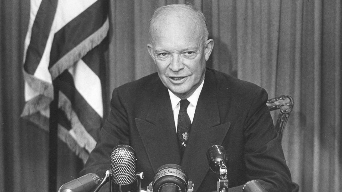 Dwight Eisenhower quando il presidente Usa mise in guardia gli Usa dalla influenza dell'industria militare